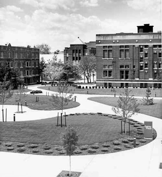 Oakley Plaza, 1984