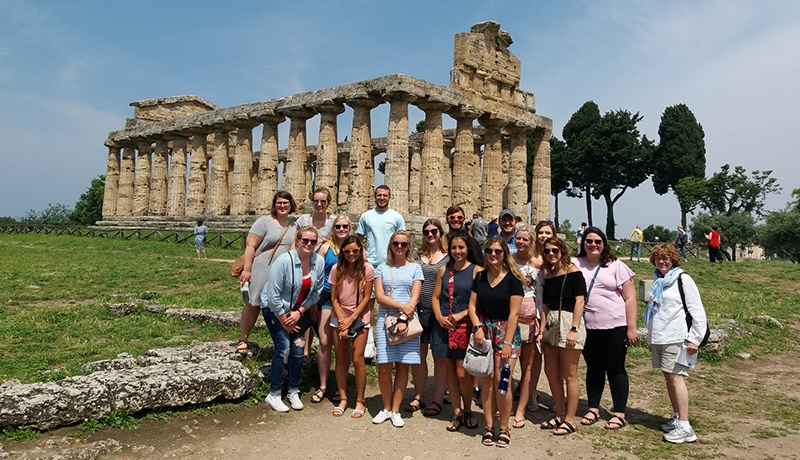 Honors students in Italy